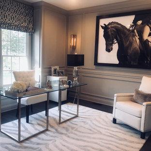 ワシントンD.C.の中くらいのエクレクティックスタイルのおしゃれなホームオフィス・書斎 (ライブラリー、グレーの壁、濃色無垢フローリング、自立型机、茶色い床、羽目板の壁) の写真