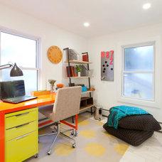 Beach Style Home Office by Brunelleschi Construction