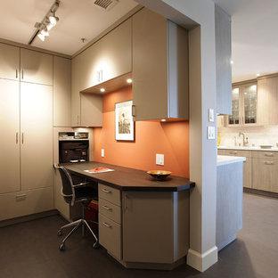 サンフランシスコの小さいコンテンポラリースタイルのおしゃれな書斎 (オレンジの壁、リノリウムの床、暖炉なし、造り付け机、グレーの床) の写真