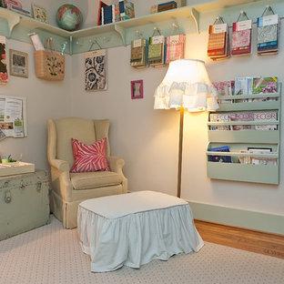 Immagine di una stanza da lavoro stile shabby