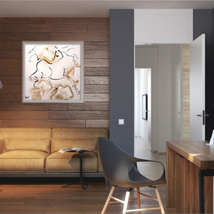 Immagine di un ufficio minimalista di medie dimensioni con pareti grigie, pavimento in bambù e scrivania autoportante