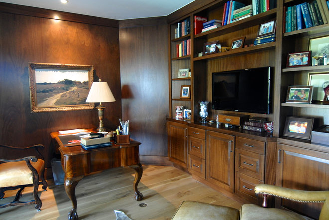 Traditional Home Office by Brenda Olde