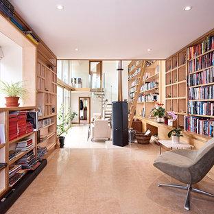 ウィルトシャーの中サイズのコンテンポラリースタイルのおしゃれなホームオフィス・書斎 (ライブラリー、白い壁、ライムストーンの床、薪ストーブ、造り付け机、ベージュの床) の写真