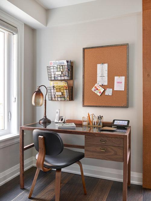 Mid century arbeitszimmer mit dunklem holzboden ideen for Wandfarbe arbeitszimmer