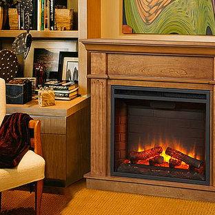 クリーブランドの小さいトラディショナルスタイルのおしゃれな書斎 (ベージュの壁、カーペット敷き、標準型暖炉、木材の暖炉まわり、ベージュの床) の写真