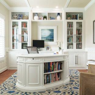 ボルチモアのビーチスタイルのおしゃれなホームオフィス・書斎 (自立型机、壁紙、羽目板の壁、ベージュの壁、無垢フローリング、茶色い床) の写真