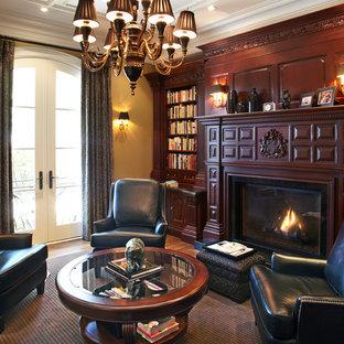 Идея дизайна: кабинет среднего размера в классическом стиле с темным паркетным полом, стандартным камином и фасадом камина из дерева