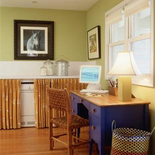 ミネアポリスのエクレクティックスタイルのおしゃれなホームオフィス・書斎 (緑の壁) の写真