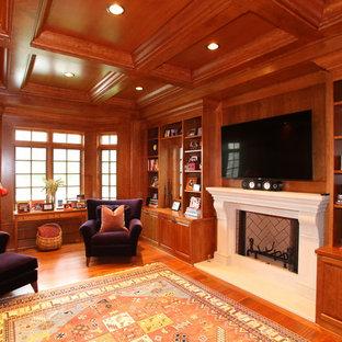 ミルウォーキーの広いトラディショナルスタイルのおしゃれな書斎 (石材の暖炉まわり、黒い床、茶色い壁、無垢フローリング、標準型暖炉、自立型机) の写真