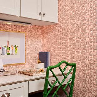 ミネアポリスの中くらいのトラディショナルスタイルのおしゃれなホームオフィス・書斎 (濃色無垢フローリング、茶色い床、オレンジの壁、造り付け机) の写真
