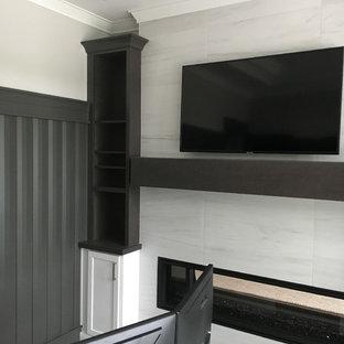 Ispirazione per un grande ufficio minimalista con pareti grigie, moquette, camino lineare Ribbon, cornice del camino piastrellata, scrivania autoportante e pavimento grigio