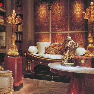 ダラスの中サイズのエクレクティックスタイルのおしゃれなホームオフィス・書斎 (ライブラリー、ベージュの壁、磁器タイルの床、暖炉なし、造り付け机、ベージュの床) の写真