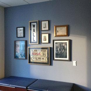 Идея дизайна: кабинет среднего размера в стиле современная классика с синими стенами и подвесным камином