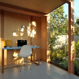 オックスフォードシャーのモダンスタイルのおしゃれなホームオフィス・仕事部屋 (自立型机) の写真