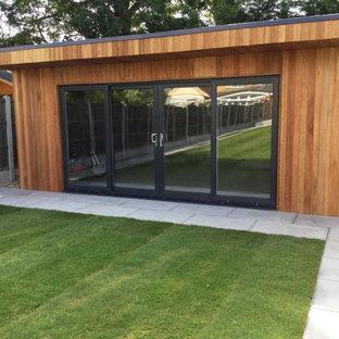 Idée de décoration pour un grand bureau minimaliste de type studio avec un sol en calcaire et un sol gris.