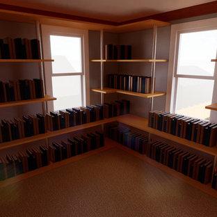 ニューヨークの中くらいのトラディショナルスタイルのおしゃれなホームオフィス・書斎 (ライブラリー、ベージュの壁、カーペット敷き、ベージュの床) の写真