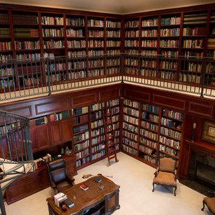 Esempio di un ampio studio vittoriano con libreria, pareti marroni, moquette, camino classico, cornice del camino piastrellata, scrivania autoportante e pavimento grigio