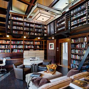 他の地域のコンテンポラリースタイルのおしゃれな書斎 (濃色無垢フローリング、横長型暖炉、造り付け机) の写真