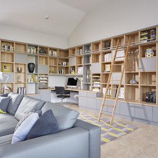 Idee per un ufficio contemporaneo di medie dimensioni con pareti bianche, pavimento con piastrelle in ceramica, scrivania incassata e pavimento beige