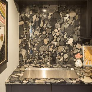 インディアナポリスの広いトランジショナルスタイルのおしゃれな書斎 (グレーの壁、濃色無垢フローリング、標準型暖炉、石材の暖炉まわり、黒い床) の写真
