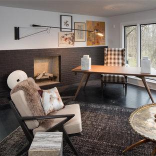 インディアナポリスの大きいトランジショナルスタイルのおしゃれな書斎 (グレーの壁、濃色無垢フローリング、標準型暖炉、タイルの暖炉まわり、黒い床) の写真