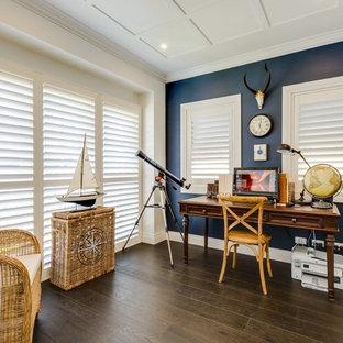 ゴールドコーストのビーチスタイルのおしゃれなホームオフィス・書斎の写真