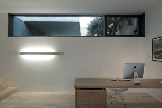 Contemporary Home Office by Chris Briffa Architects