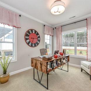 Foto di un ufficio country di medie dimensioni con pareti grigie, moquette, scrivania autoportante, nessun camino e pavimento beige