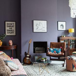 Foto di un grande ufficio boho chic con pareti viola, pavimento in legno verniciato, camino classico, cornice del camino in intonaco, scrivania autoportante e pavimento bianco