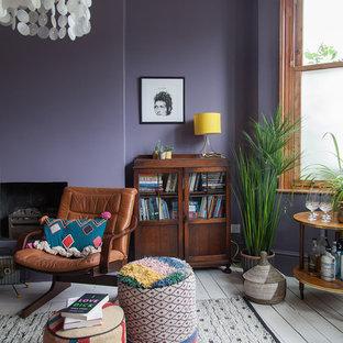 Свежая идея для дизайна: большое рабочее место в стиле фьюжн с фиолетовыми стенами, деревянным полом, стандартным камином, фасадом камина из штукатурки, отдельно стоящим рабочим столом и белым полом - отличное фото интерьера