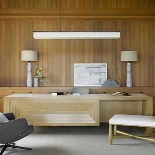 サンフランシスコのトロピカルスタイルのおしゃれな書斎 (カーペット敷き、暖炉なし、自立型机、グレーの床) の写真