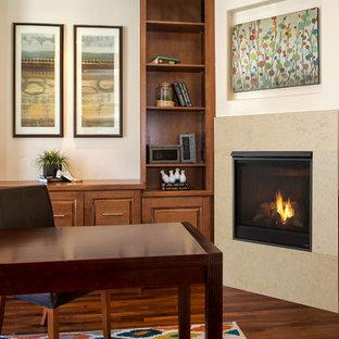 ボルチモアの広いトランジショナルスタイルのおしゃれな書斎 (白い壁、濃色無垢フローリング、コーナー設置型暖炉、石材の暖炉まわり、自立型机、茶色い床) の写真