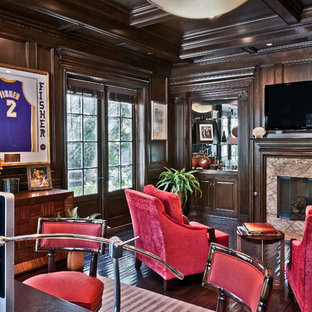 Example of a classic home office design in Los Angeles