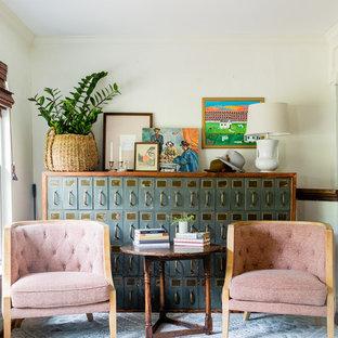 ダラスの小さいエクレクティックスタイルのおしゃれなホームオフィス・書斎 (ベージュの壁) の写真