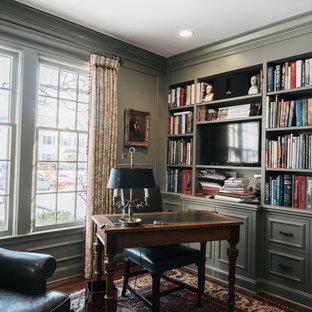 ミネアポリスの中くらいのトラディショナルスタイルのおしゃれな書斎 (緑の壁、濃色無垢フローリング、標準型暖炉、木材の暖炉まわり、自立型机) の写真