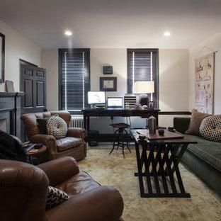 フィラデルフィアの中くらいのおしゃれな書斎 (ベージュの壁、カーペット敷き、標準型暖炉、木材の暖炉まわり、自立型机、ベージュの床) の写真