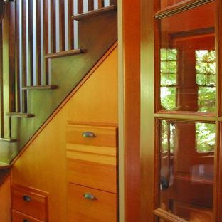 Foto di un grande ufficio american style con pareti blu, pavimento in legno massello medio e scrivania autoportante