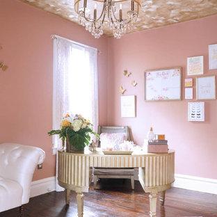ニューヨークのトランジショナルスタイルのおしゃれなホームオフィス・書斎の写真