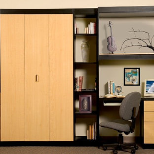 Home office and twin Murphy bed... Your guests will love you!