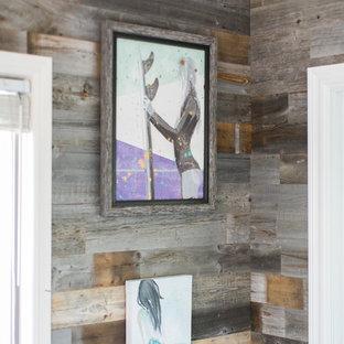 Ispirazione per un ufficio stile marinaro di medie dimensioni con pareti grigie, pavimento in ardesia, nessun camino, scrivania incassata e pavimento grigio
