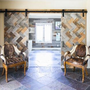 オレンジカウンティの中サイズのビーチスタイルのおしゃれな書斎 (グレーの壁、スレートの床、暖炉なし、造り付け机、グレーの床) の写真