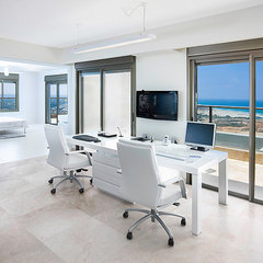 modern home office by Elad Gonen & Zeev Beech