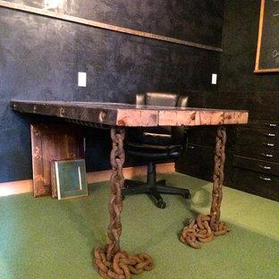 Immagine di uno studio industriale di medie dimensioni con scrivania incassata