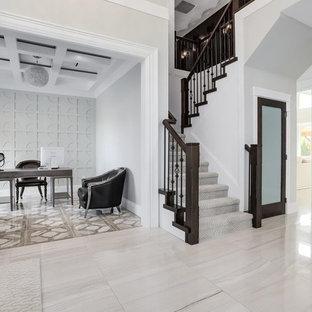 Ispirazione per un ufficio contemporaneo con pavimento con piastrelle in ceramica, scrivania autoportante e pavimento multicolore