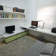 Modern Home Office by Liat Post