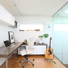 Contemporary Home Office by Naikoon Contracting Ltd