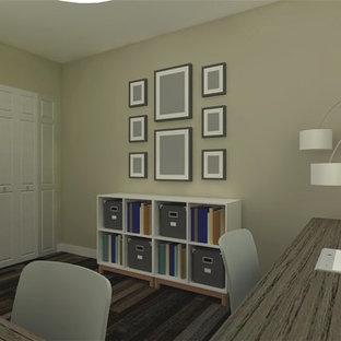 カルガリーの小さいコンテンポラリースタイルのおしゃれな書斎 (ラミネートの床、自立型机、茶色い床) の写真