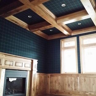 Foto di un atelier con pareti verdi, camino classico e cornice del camino in legno
