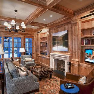 クリーブランドの広いラスティックスタイルのおしゃれな書斎 (濃色無垢フローリング、標準型暖炉、自立型机、茶色い壁、木材の暖炉まわり、茶色い床) の写真