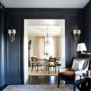 Imagen de despacho clásico renovado, grande, con paredes azules, suelo de madera oscura, chimenea tradicional, marco de chimenea de yeso y suelo marrón